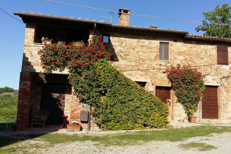 Appartamento indipendente al piano terra in grado di ospitare 4 persone. In zona tranquilla, a circa 5 km dal centro storico di Città della Pieve.