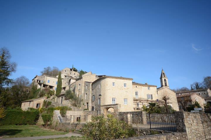 Superbe magnanerie rénovée au cœur du village - Rochegude - House