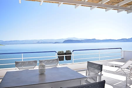 Waterfront Two Bedroom Loft Apartment, Nafplion - Κιβέρι - Apartament