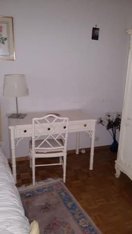 grande chambre privé avec SDbain attenante - Plan-les-Ouates - Apartment