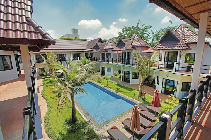 Private Deluxe Twin Room + Swimming Pool + Pick Up