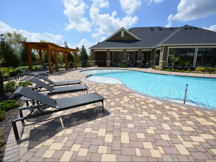Cozy McDonough 1 BR apartment with pool!