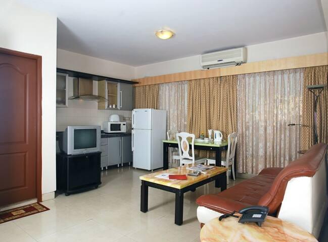 Spacious 2 BHK Apartment in Andheri!