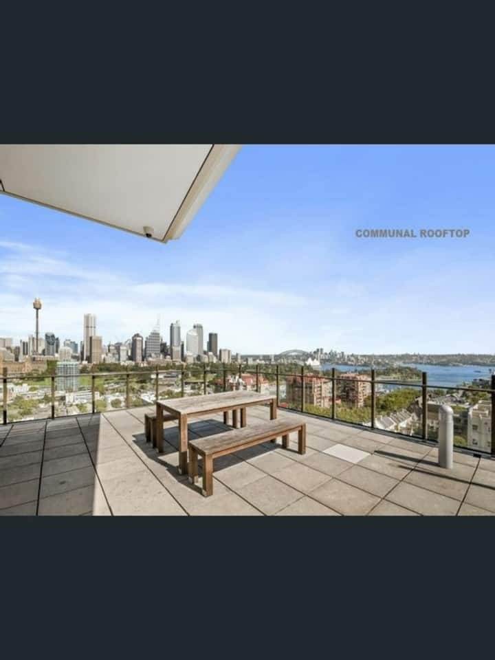 Sunfilled 2BR Apartment in uber-chic Potts Point