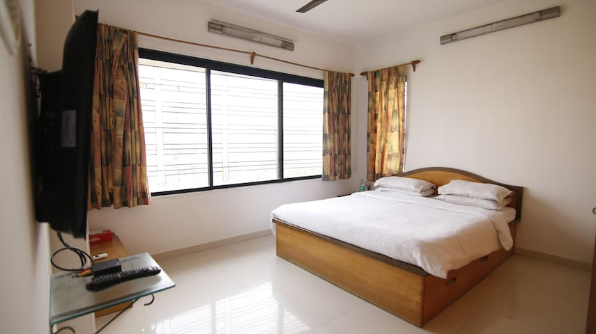 Private room near BKC in Bandra East, R10.3
