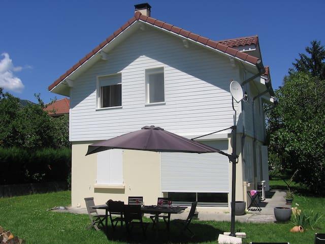 Maison au soleil au pied montagnes - Le Touvet - Hus