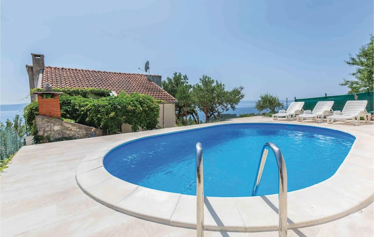 Holiday cottage with 2 bedrooms on 80m² in Podgora