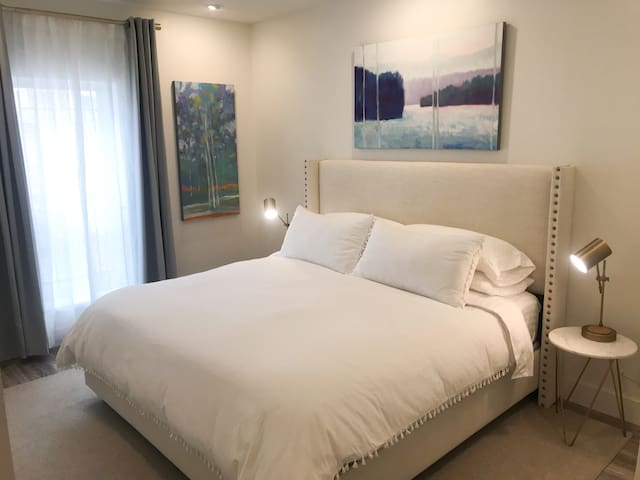 Comfortabe king size bed with luxurious linens and blackout curtains ensure a good night's sleep.  Ahhhhhhhhhhhhhhh.