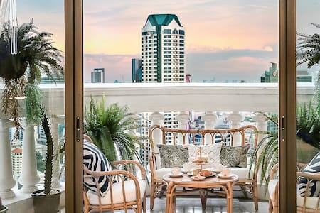 the tropical loft with city views with Sky Bar
