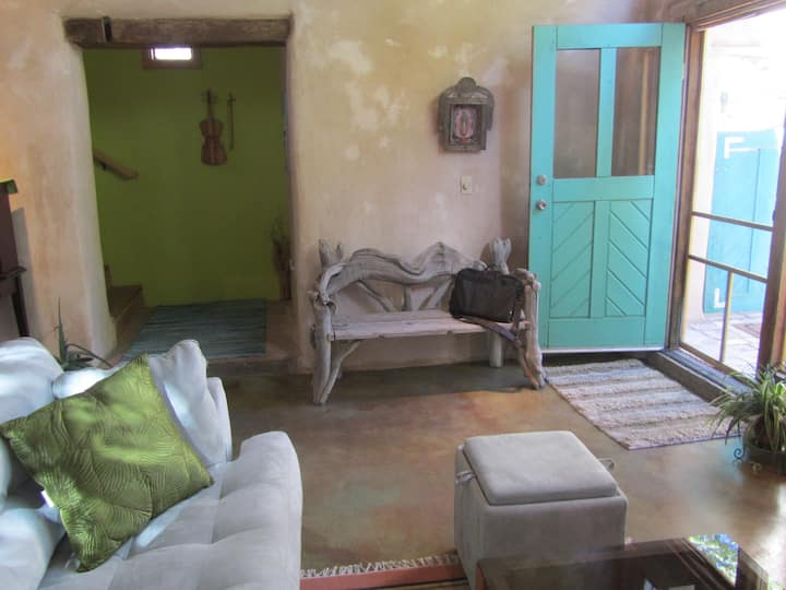 Cozy Casita in the heart of Bernalillo