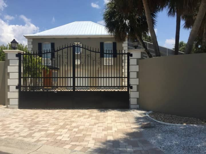 Gated Home w/ Pool, Just outside of Village, by Beach
