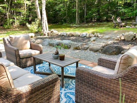 Adirondack Escape! Tranquil setting with fire pit