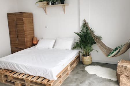 Clean BOHO minimalist Apartment @ Russian Market