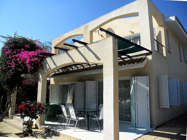 3-bd villa Persifona(Coral bay)300m from the beach