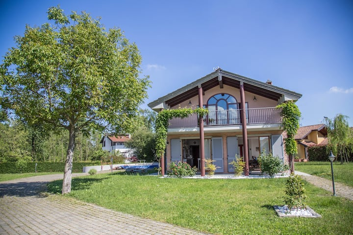 Villa with pool near Lake Maggiore and Golf course