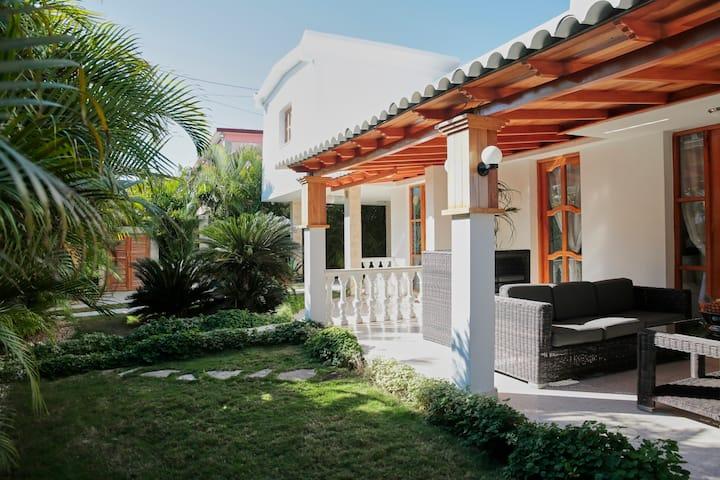 Habitación Privada A, Villa Arecas Habana