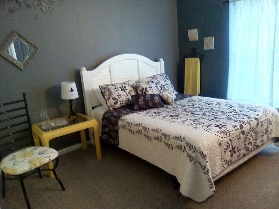 Guest Room A Clean and Bright No T V
