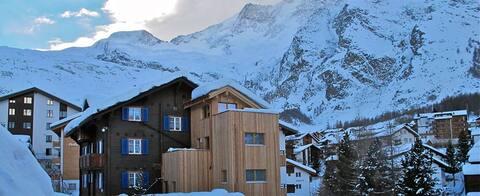 Dorfblick - direkt neben dem Alpin-Express