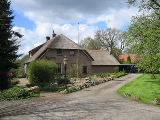 rietgedekt droomhuis - Dalen - House