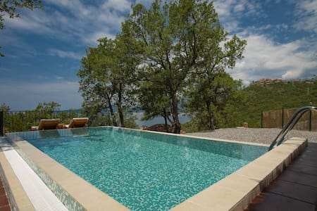 Deluxe Bungalow with Private Pool & Sea View