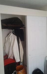 1 private room available from 25th March 2017. - Halifax - Byt