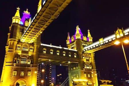 繁华商圈附近,临近虎丘、拙政园、火车站、观前街、山塘街,英国伦敦桥相伴,2房复式尊享套房 - Suzhou - Apartmen
