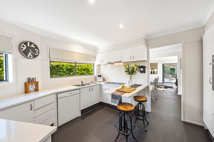Luxurious, Private, Bungalow Retreat - Bundall - House
