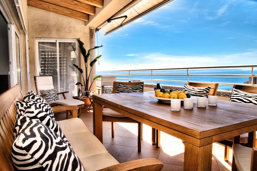 BEAUTIFULLY APPOINTED OUTDOOR SPACES EQUIPPED W HIGH QUALITY, SUPER COMFY TEAK WOOD FURNITURE!