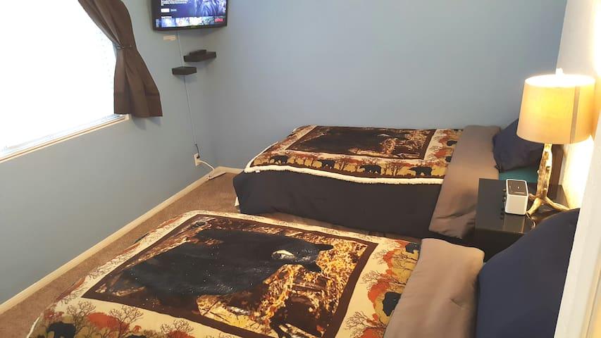 """Bedroom 2:  2 twin beds with 32"""" smart TV with Hulu, Netflix, Vudu & YouTube"""