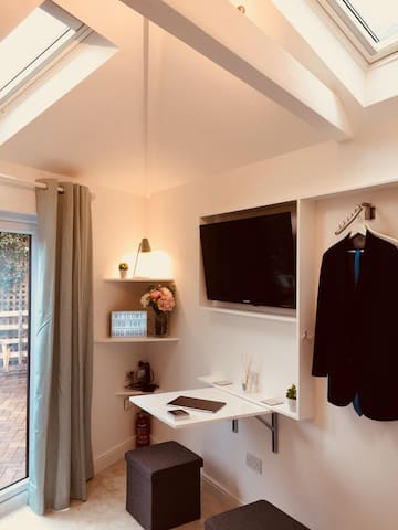 Separate Lux Private Studio w/ ensuite | Greenwich
