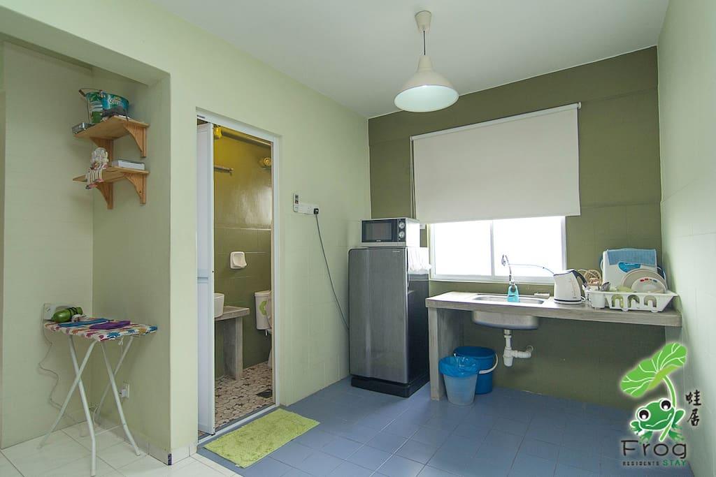 Kitchen / Common toilet (downstairs)