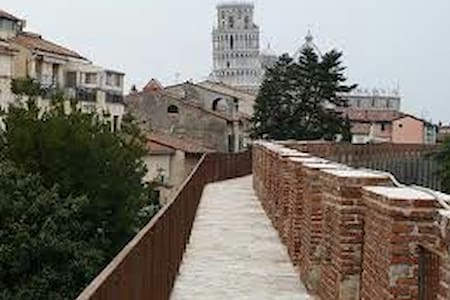 One step from the ancient walls of Pisa - Pisa - Apartamento