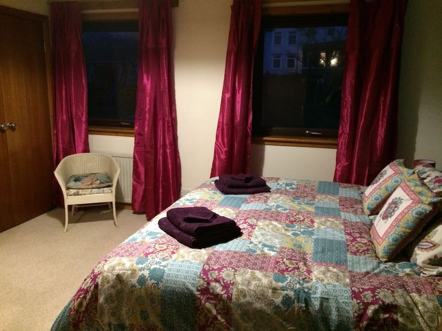 Super Kingsize bed with ensuite shower room