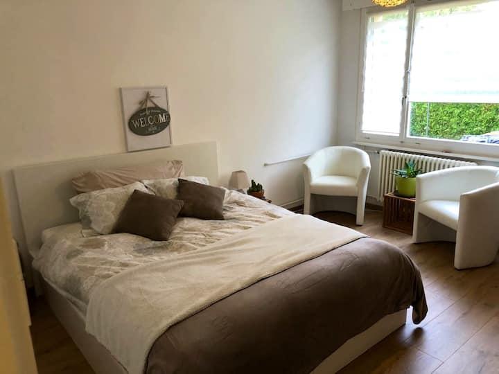 Belle Chambre dans villa - proche Aeroport et Cern