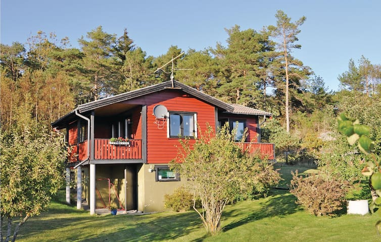 Holiday cottage with 3 bedrooms on 52 m² in Strömstad