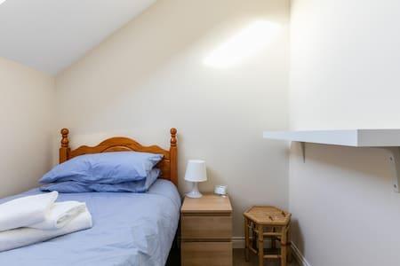 Small loft room in townhouse near city centre - Belfast