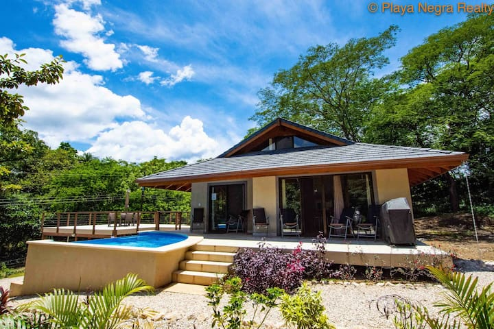 3/3 Home w pool - Surrounded by Nature! Sleeps 8