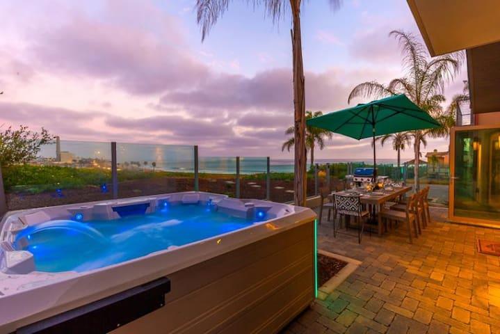 20% OFF AUG - Incredible Beach Home, Ocean Views, Jacuzzi + Rooftop Deck