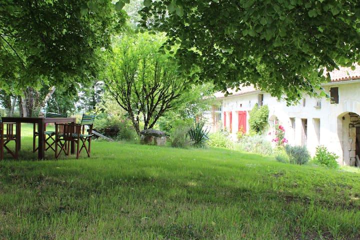 Le charme de la campagne - Mouthiers-sur-Boëme - House