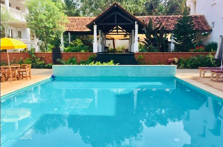 Luxury 3BH Aparthotel with Pool and Wifi in Anjuna