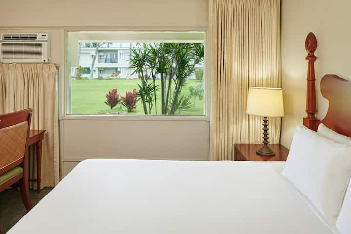 Maui Beach Hotel, Garden View Room One King Bed