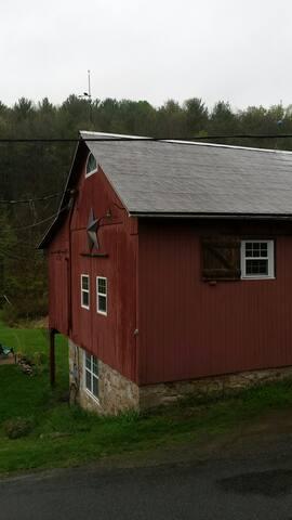 Common Ground Farm & Retreat - The Barn Room