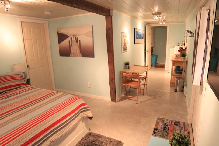 Modern Carriage House Studio (New)! - Saratoga Springs - Flat