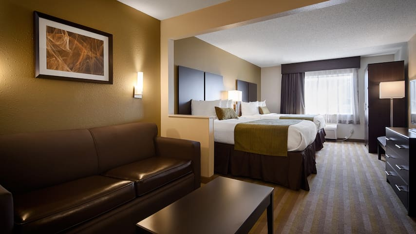 Hotel Room for 5 people in West Columbus