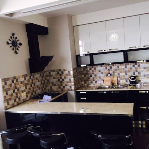 Уютная и светлая квартира, в 5 минутах от метро. 1 - Tbilisi - Apartmen