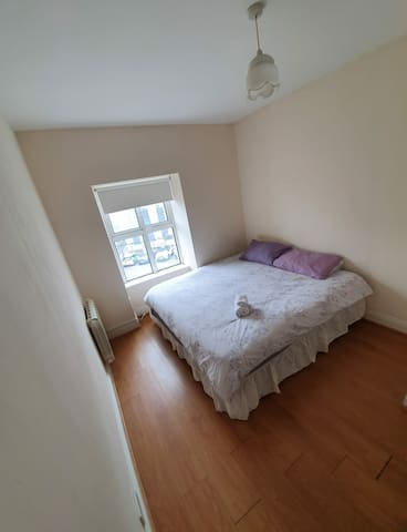 Elegant double bedroom in Cork city centre_Rm 4