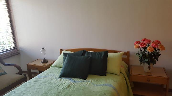 Habitacion confortable con derecho a parqueadero