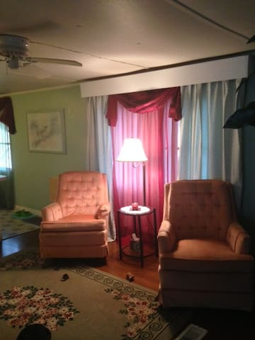 Nice comfy clean home very close to the beach - Port Orange - Casa