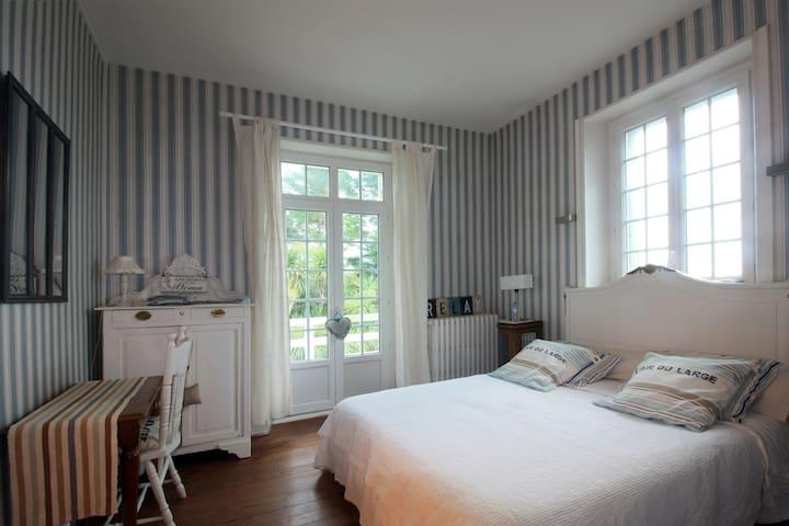 Chbre Maison Bourgeoise-Period House+Garden