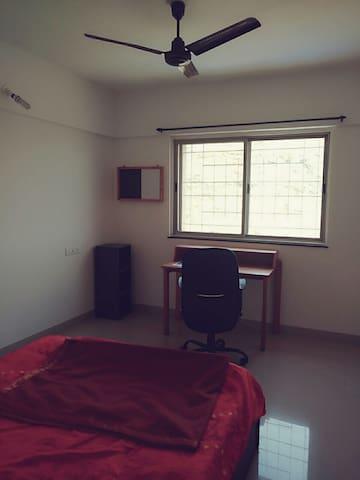 Free Wi-Fi swimming + mountain view - Pune - Apartment